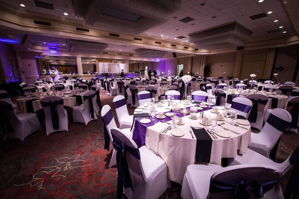 A charming glitzy wedding at the DoubleTree by Hilton Halifax Dartmouth